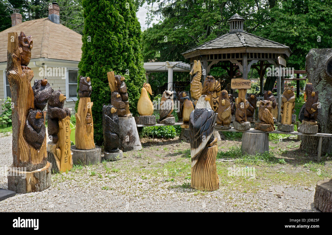 Chainsaw wood carvings by Artist Fred Steffen for sale roadside near the LIE in Manorville, New York. Stock Photo