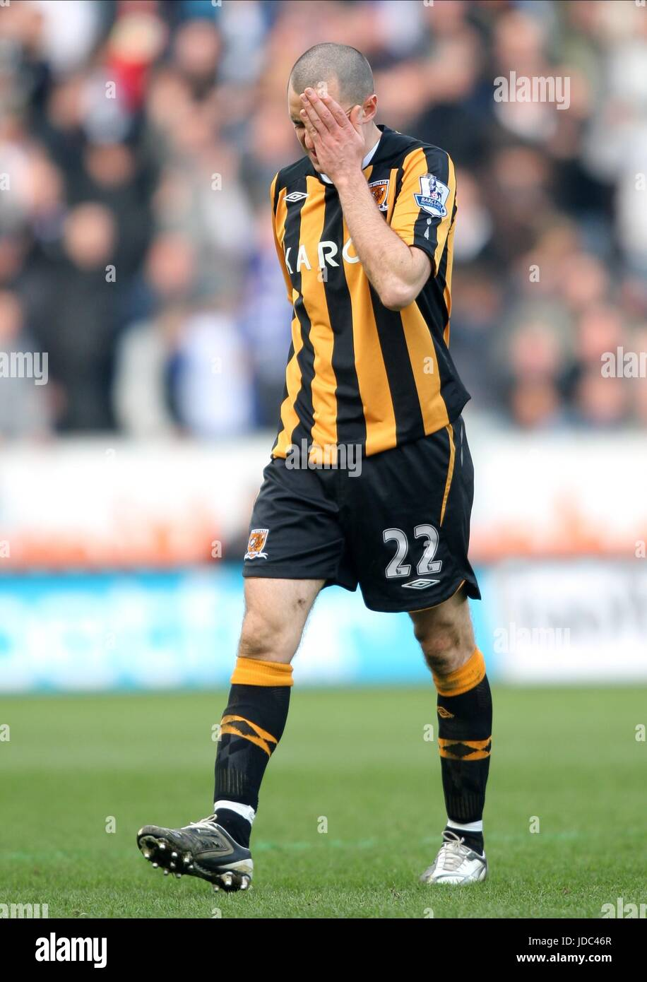 DEAN MARNEY GETS SENT OFF HULL CITY FC KC STADIUM HULL ENGLAND 01 March 2009 - Stock Image