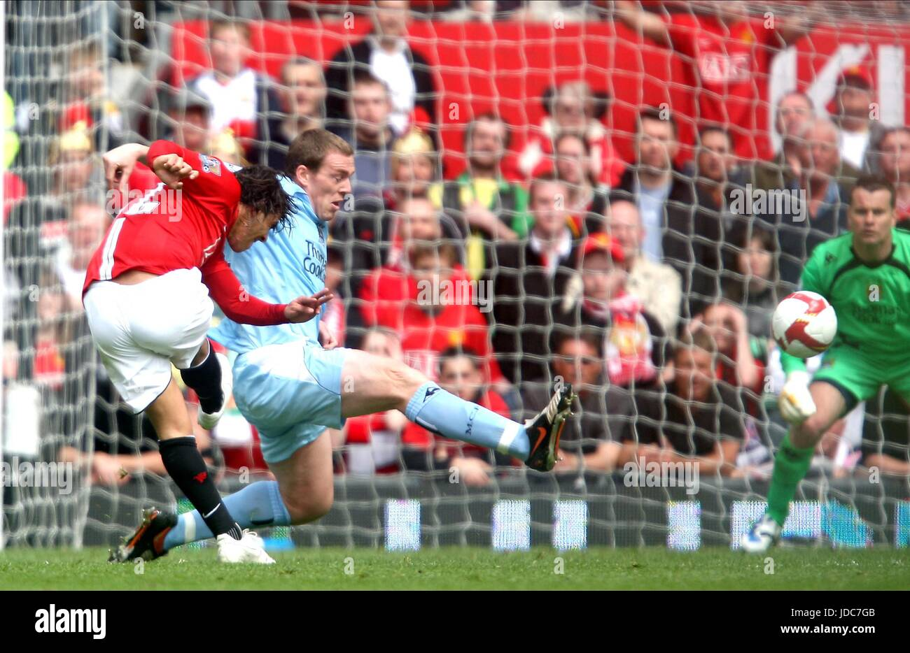 TEVEZ MAKES IT 2-0 MANCHESTER UNITED V MANCHESTER OLD TRAFFORD MANCHESTER ENGLAND 10 May 2009 - Stock Image