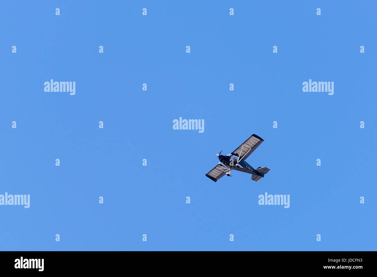 Microlite type private aircraft in a big clear bue sky. - Stock Image