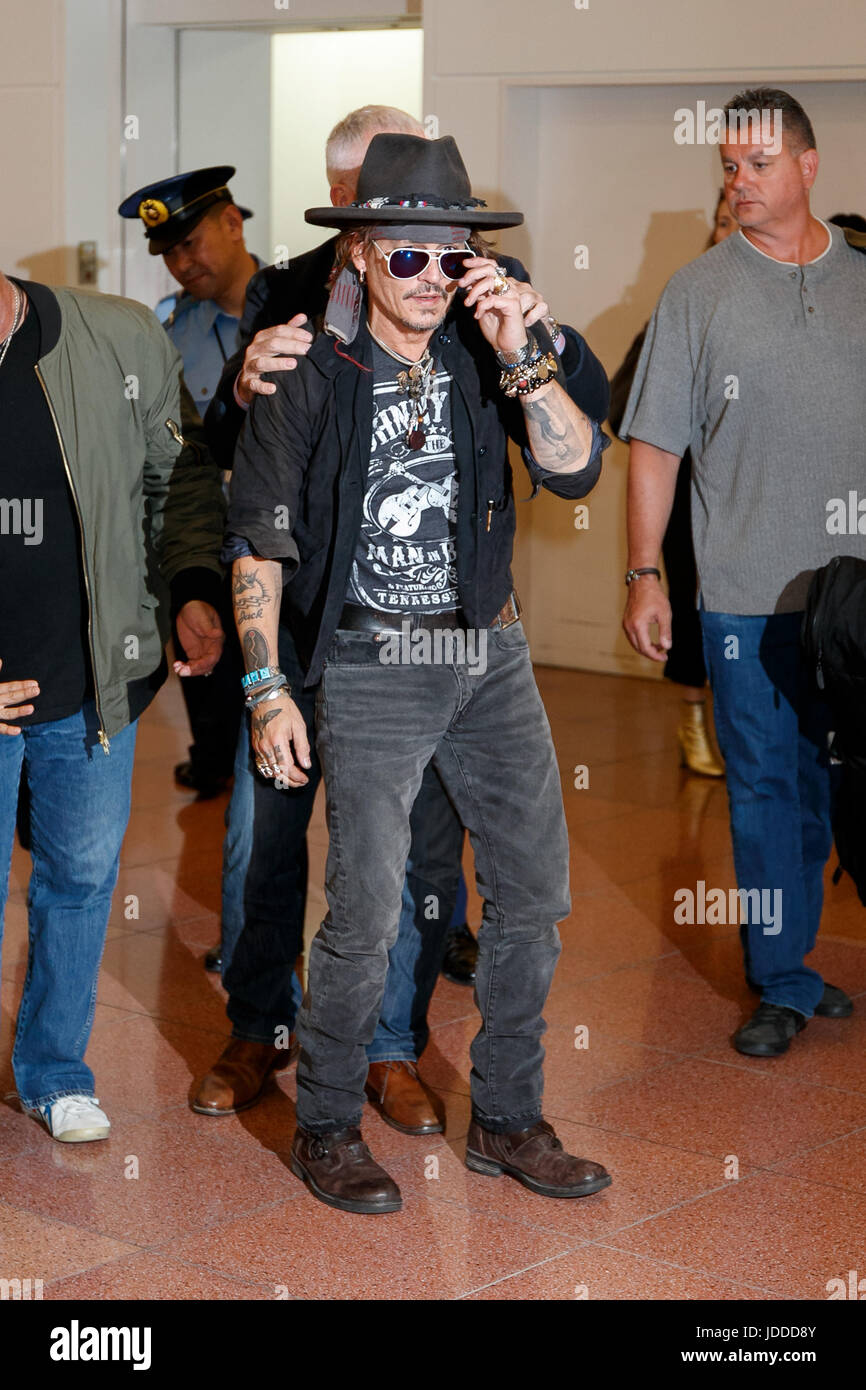 American actor Johnny Depp arrives at Tokyo International Airport on June 20, 2017, Tokyo, Japan. Hundreds of Japanese - Stock Image