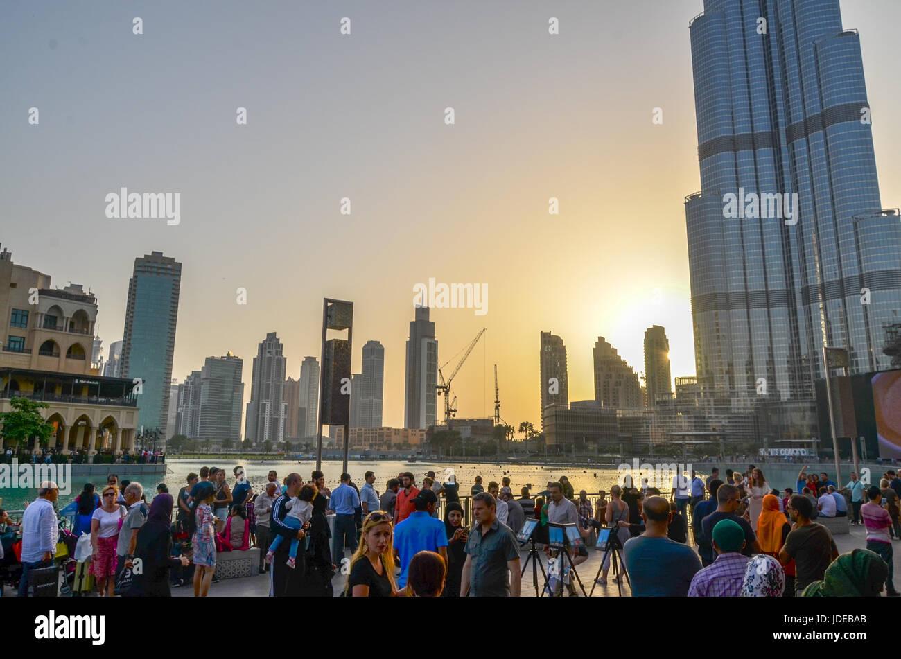 Sunset at Burj Khalifa during Water Show, Dubai Downtown, United Arab Emirates - Stock Image