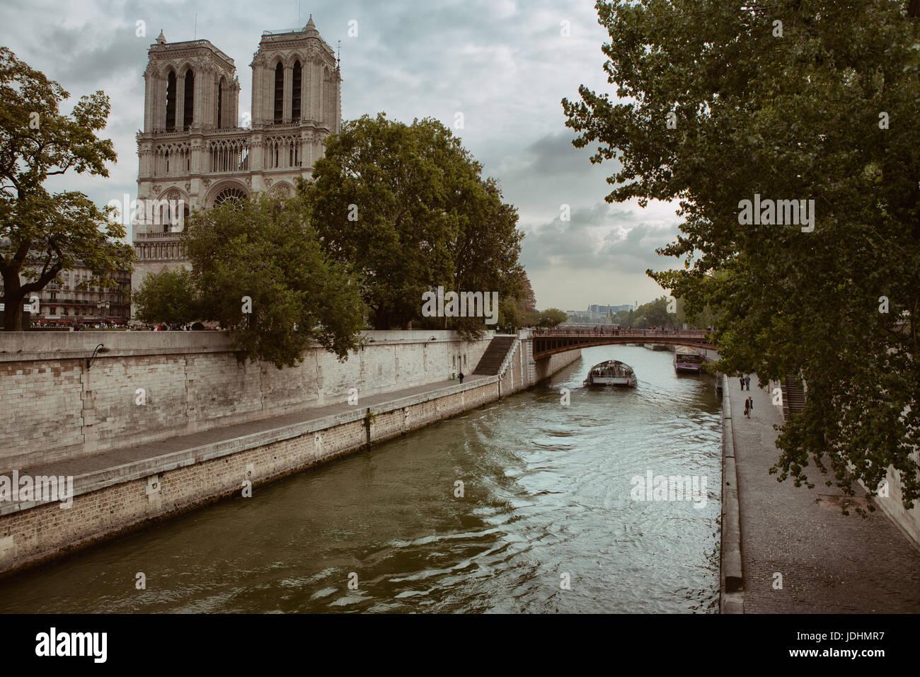 Cathédrale Notre-Dame de Paris, built in the 12th Century resides along the Seine in the Ile de la Cité. - Stock Image