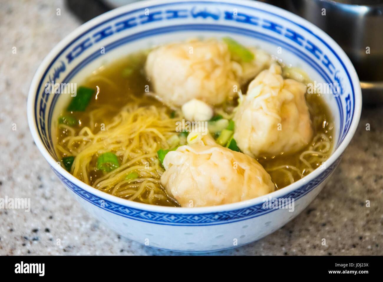 King Prawn Wonton Noodle at Tsim Chai Kee Restaurant in Central, Hong Kong - Stock Image