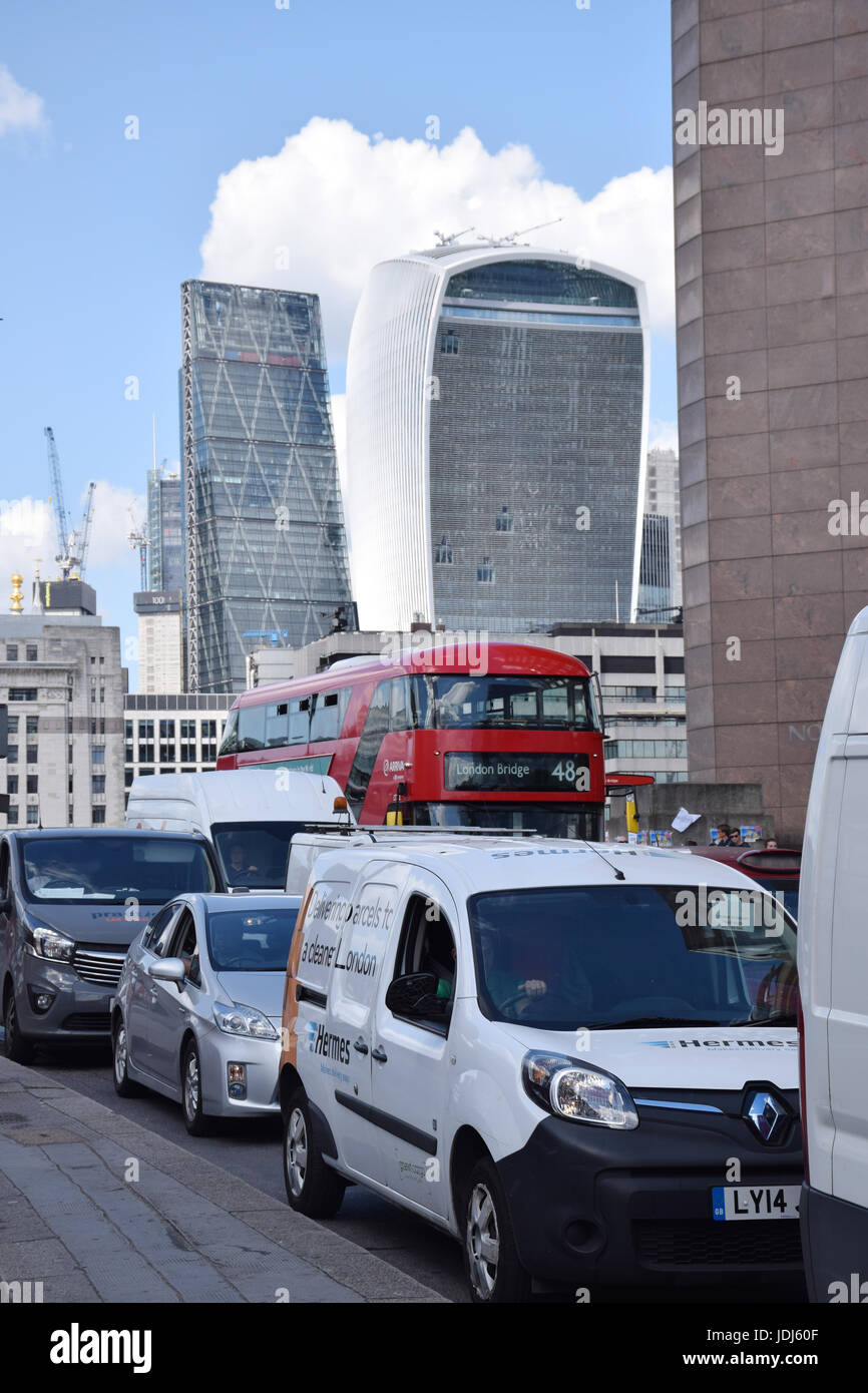 Traffic on London Bridge.  In the background: City of London - 20 Fenchurch Street (Walkie Talkie building) and - Stock Image