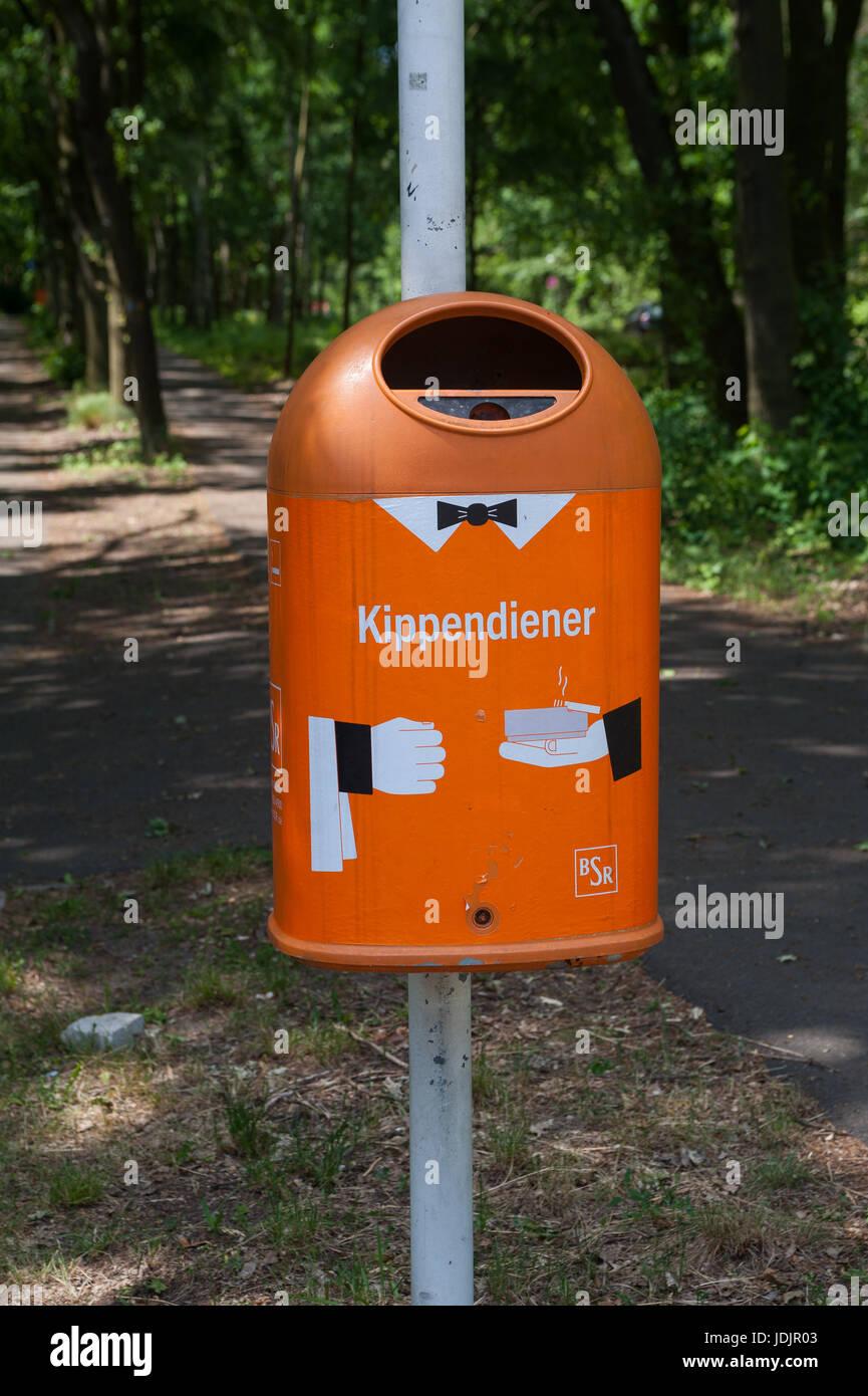 31.05.2017, Berlin, Germany, Europe - A dustbin along a dirt road in Berlin Wannsee. - Stock Image