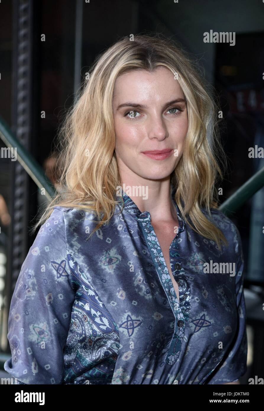 Celebrity Betty Gilpin nude photos 2019