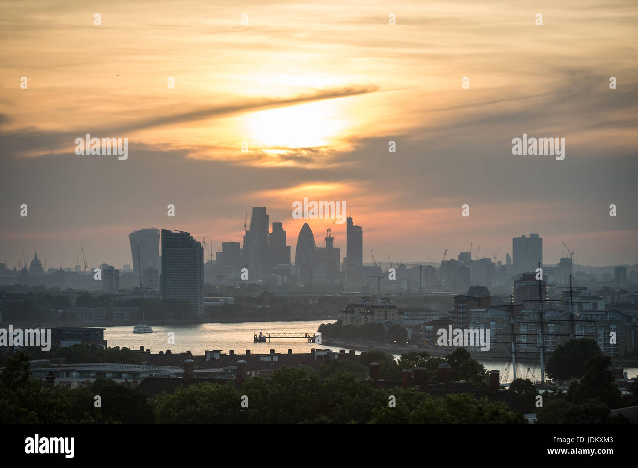 London, UK. 20th June, 2017. UK Weather: Evening sunset over the city seen from Greenwich Park ending one of the Stock Photo