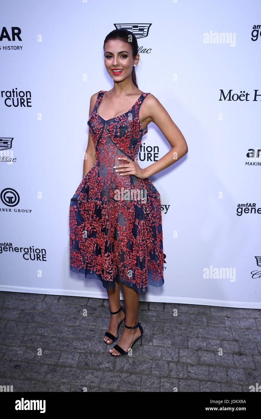 New York, NY, USA. 20th June, 2017. Victoria Justice at arrivals for amfAR generationCURE Solstice Party, Mr. Purple - Stock Image