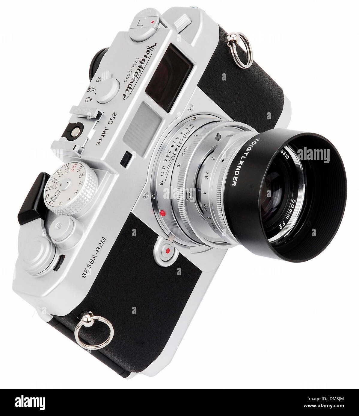AJAXNETPHOTO. JAPAN. VOIGTLANDER BESSA-R2M 250 JAHRE SPECIAL EDITION 35MM RANGEFINDER FILM CAMERA FITTED WITH 50MM - Stock Image