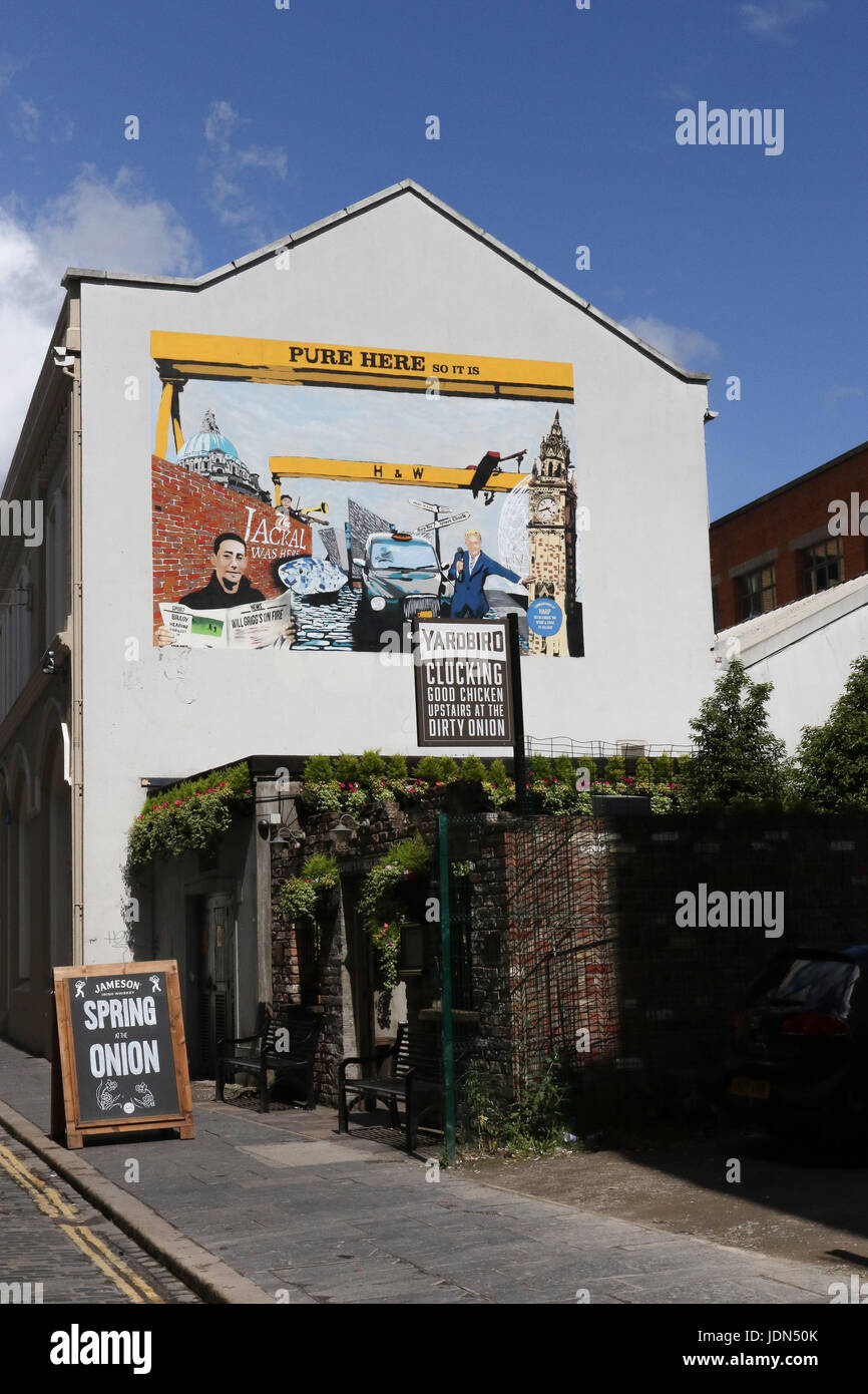 The Dirty Onion pub in the popular Cathedral Quarter, Belfast, Northern Ireland. Editorial use only. - Stock Image