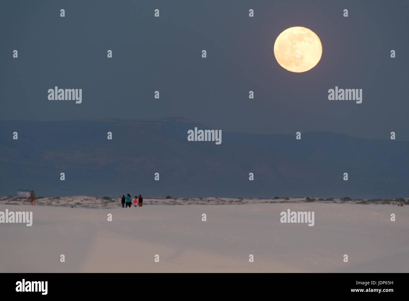 Full moonrise, White Sands National Monument, New Mexico, USA. - Stock Image