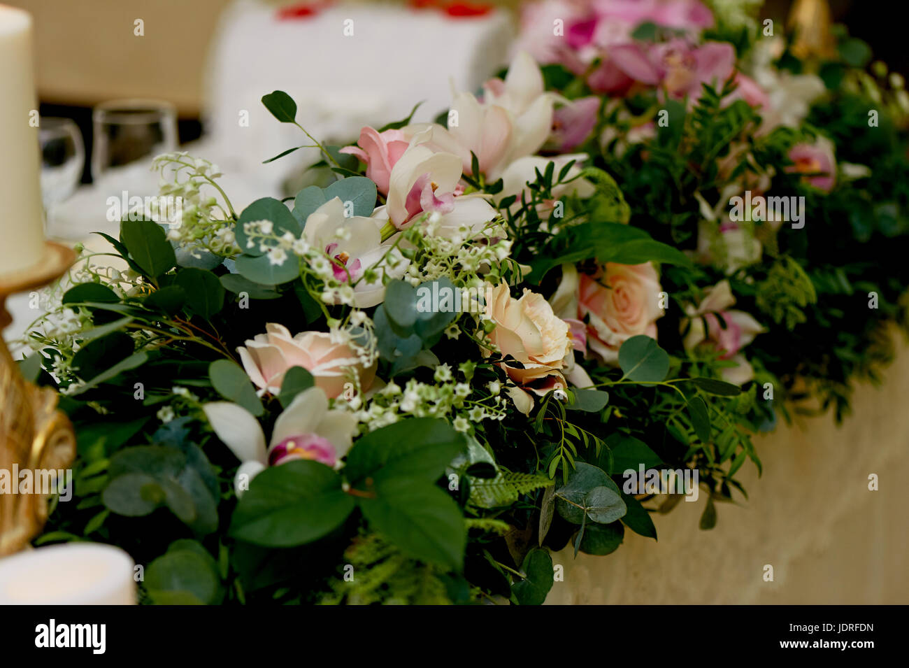 Wedding table decoration newlyweds songs on the table of flowers wedding table decoration newlyweds songs on the table of flowerse pink and white palette rose orchid mightylinksfo