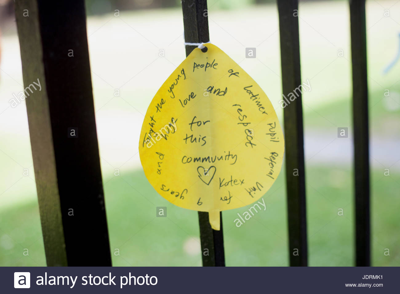 London, UK, 21/06/2017. Tributes and messages of condolence near Grenfell tower - Stock Image