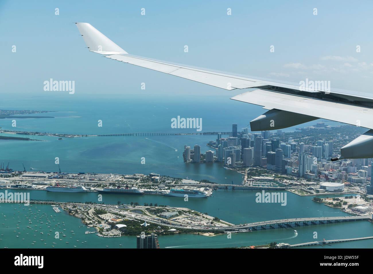 Airplane wing over Miami, Florida, USA - Stock Image