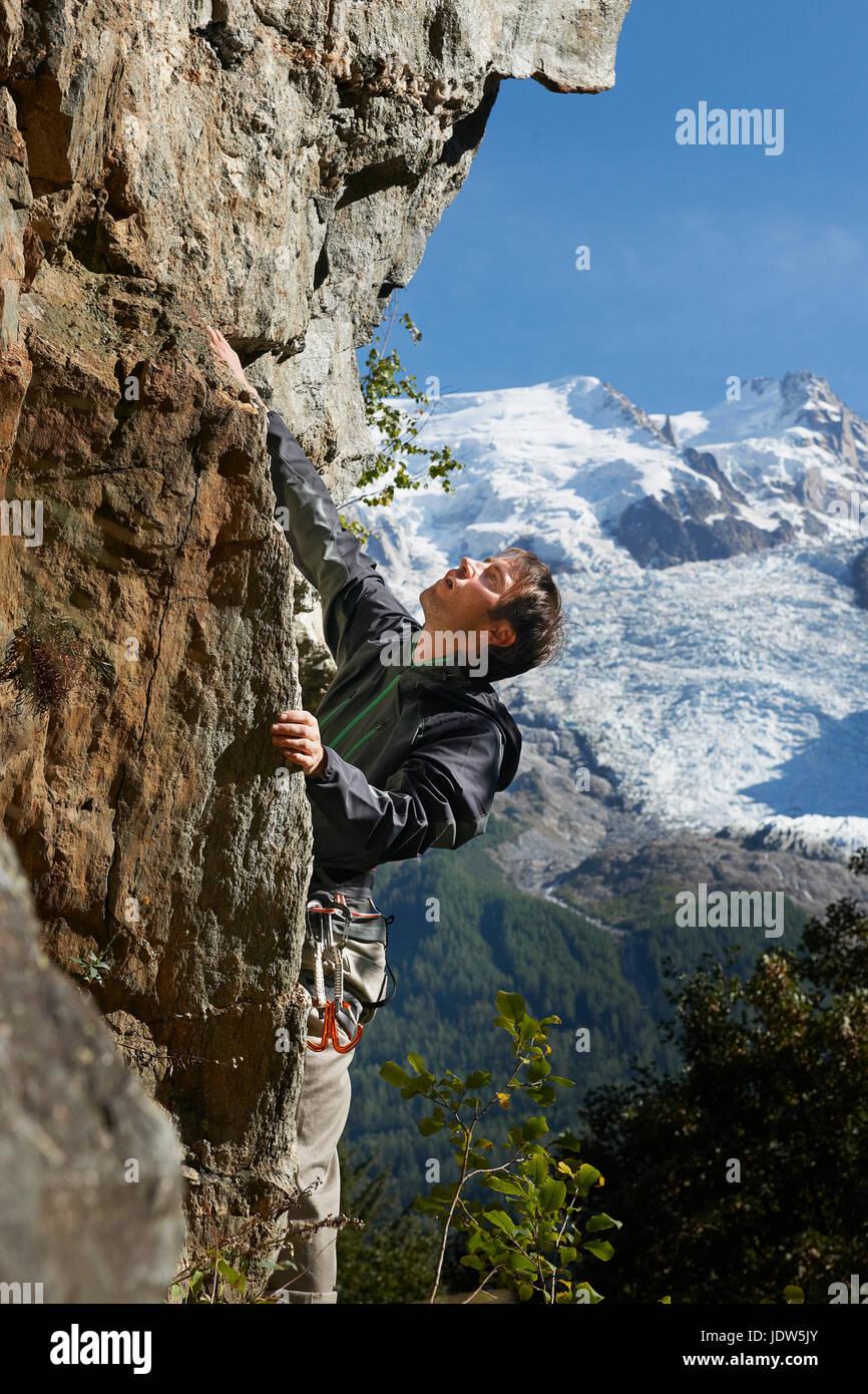 Man rock climbing, Chamonix, Haute Savoie, France - Stock Image