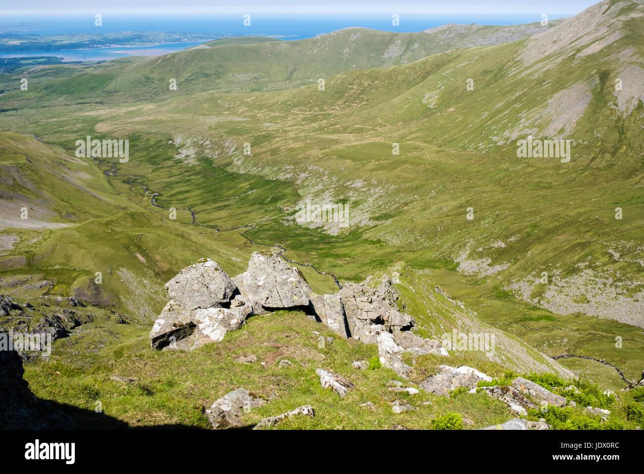 View above Llech Ddu spur (Crib Lem) scramble route to Carnedd Dafydd above Cwm Pen Llafar in Carneddau mountains - Stock Image