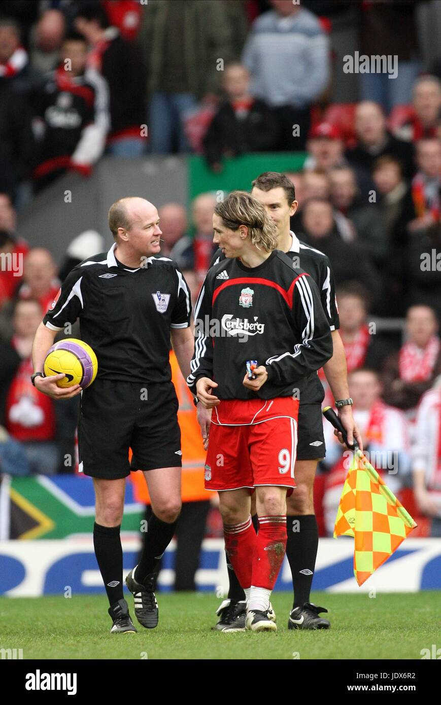 REF REFUSES TORRES MATCHBALL LIVERPOOL V MIDDLESBROUGH ANFIELD LIVERPOOL ENGLAND 23 February 2008 - Stock Image