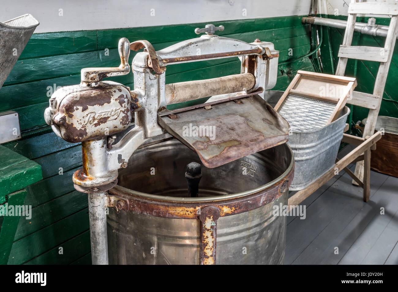 A vintage Beatty washing machine, (circa 1920s) - Stock Image