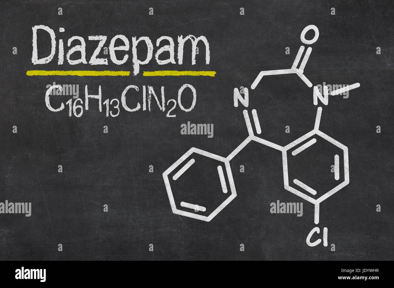 Schiefertafel mit der chemischen Formel von Diazepam Stock Photo