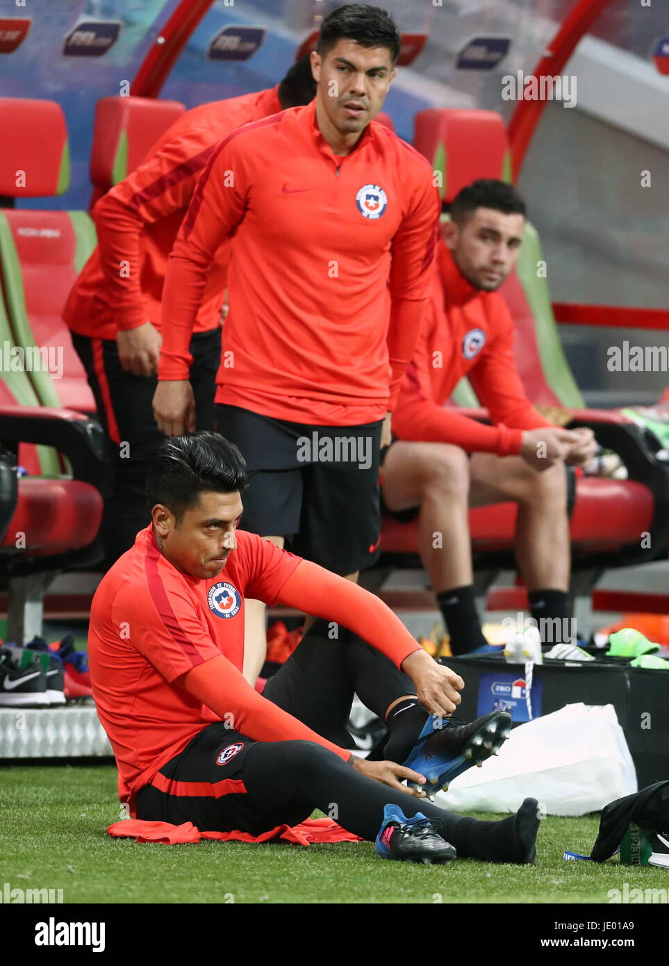 Kazan, Russia. 21st June, 2017. Felipe Gutierrez (front sitting) during a training session of the Chilean national - Stock Image