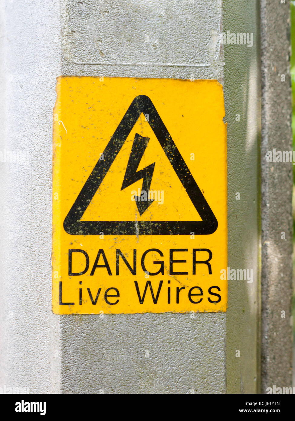 a yellow triangle with lightening bolt saying danger live wires graphic resource - Stock Image