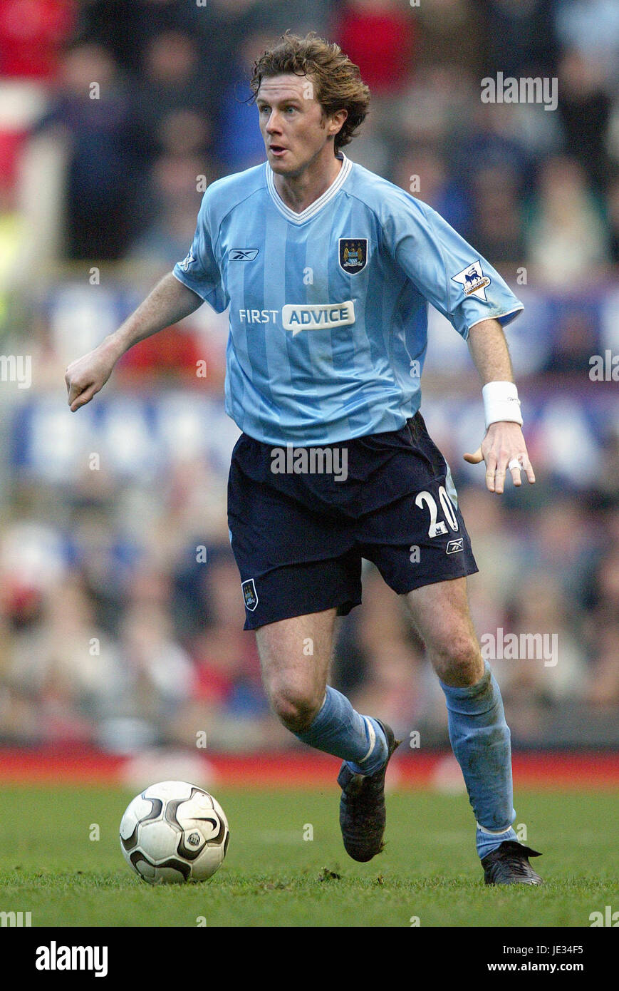e46bdab6d STEVE MCMANAMAN MANCHESTER CITY FC OLD TRAFFORD MANCHESTER ENGLAND 13  December 2003 - Stock Image