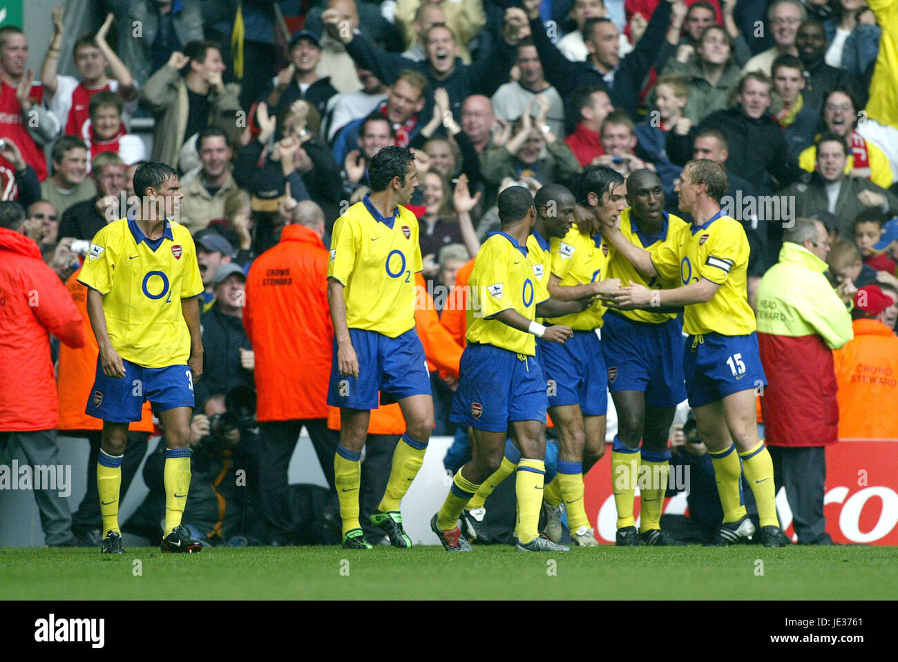 ROBERT PIRES & TEAM MATES LIVERPOOL V ARSENAL ANFIELD LIVERPOOL ENGLAND 04 October 2003 - Stock Image
