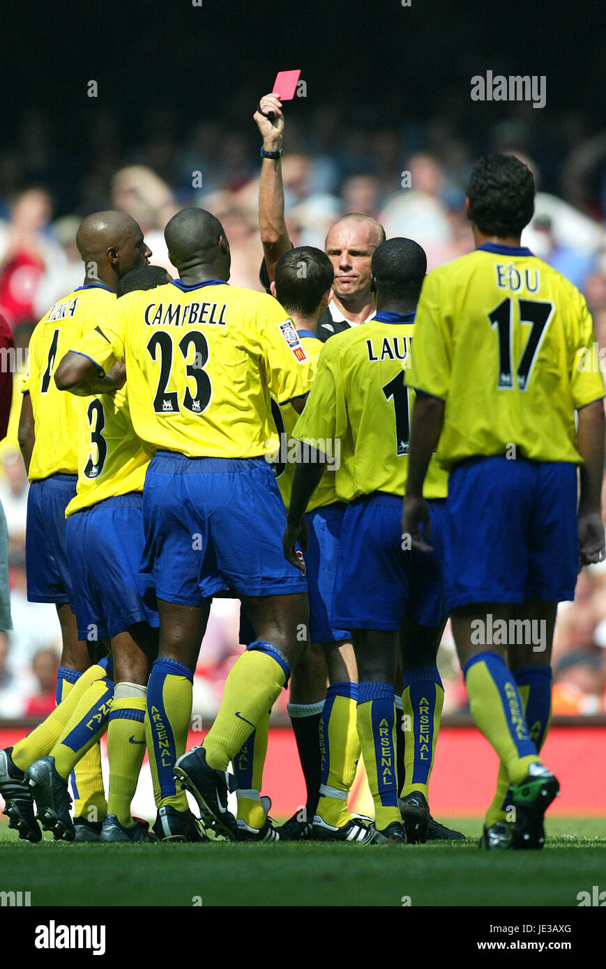 FRANCIS JEFFERS IS SENT OFF ARSENAL V MANCHESTER UNITED MILLENIUM STADIUM CARDIFF WALES 10 August 2003 - Stock Image