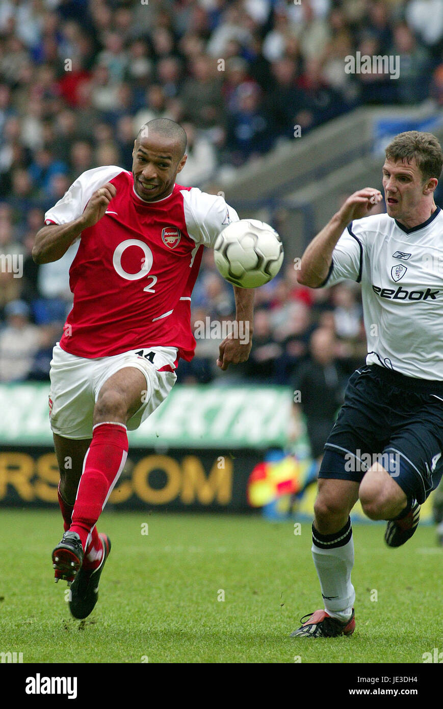 a nombre de comprar Posesión  THIERRY HENRY ARSENAL FC THE REEBOK STADIUM BOLTON ENGLAND 26 April Stock  Photo - Alamy