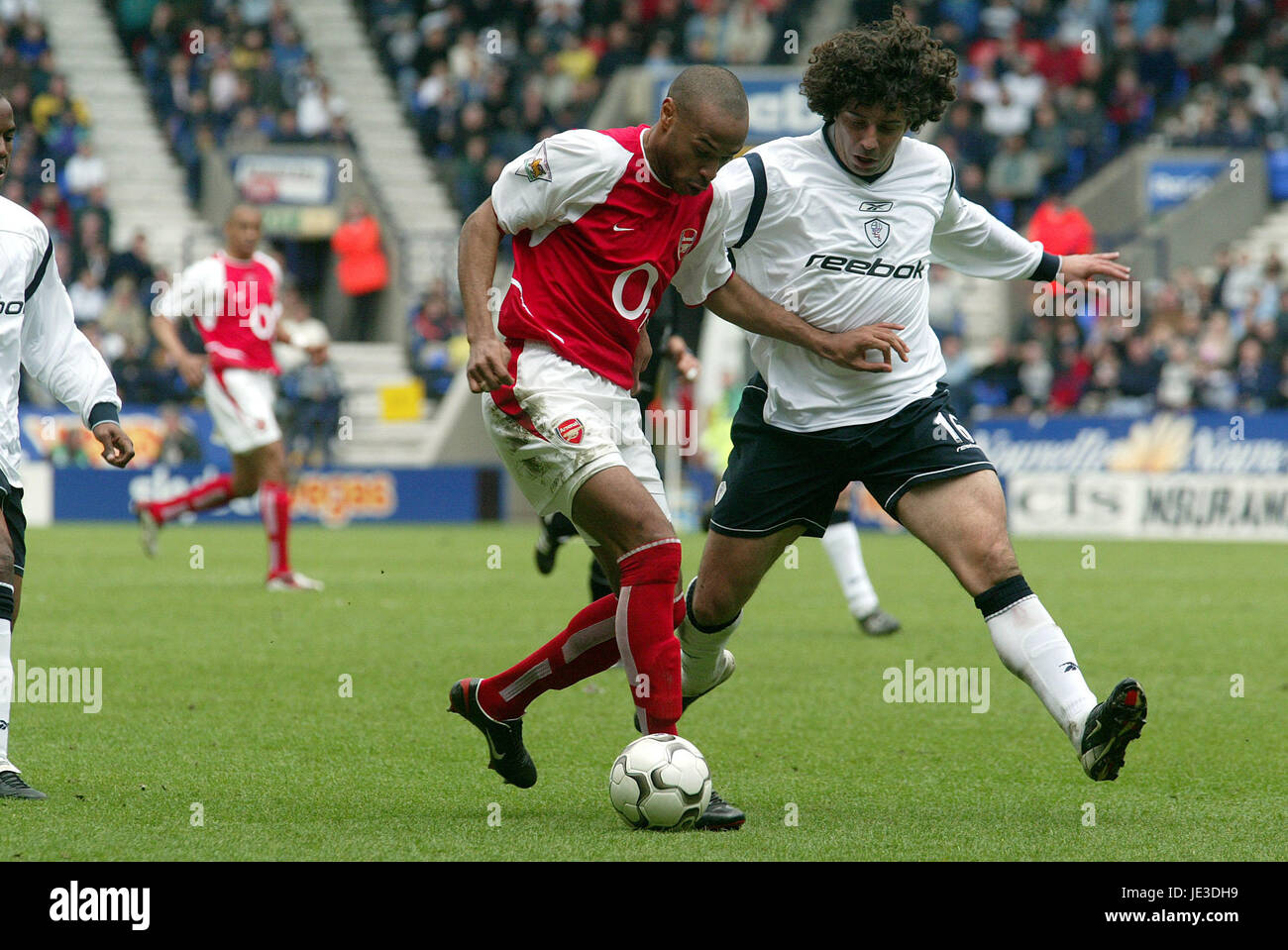 Restaurar Térmico venganza  THIERRY HENRY & IVAN CAMPO BOLTON WANDERERS V ARSENAL THE REEBOK Stock  Photo - Alamy