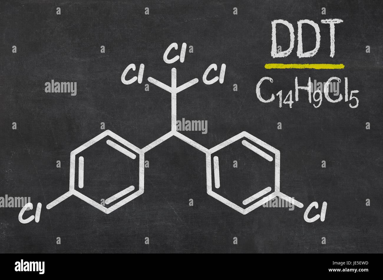 Schiefertafel mit der chemischen Formel von DDT Stock Photo