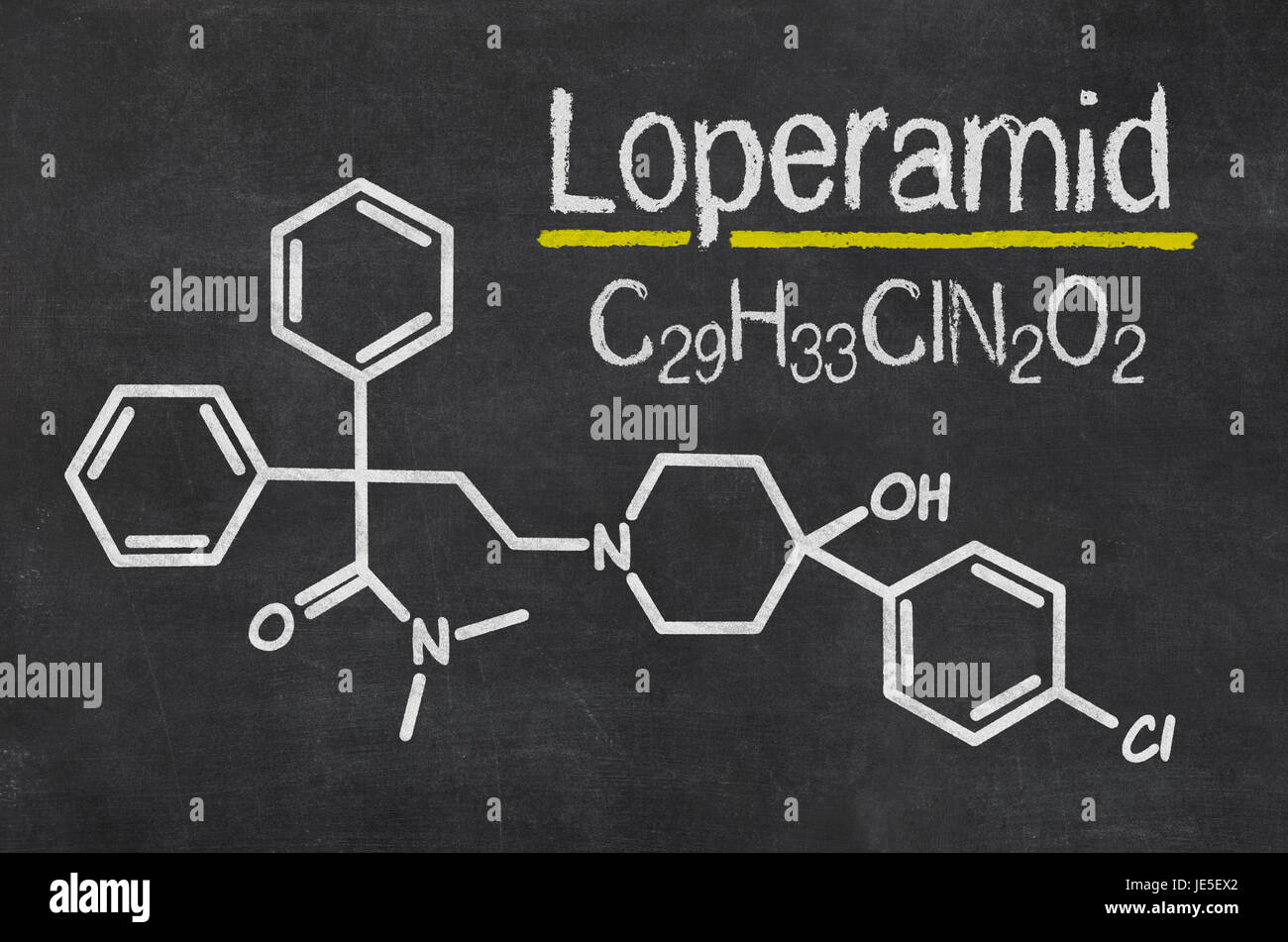 Schiefertafel mit der chemischen Formel von Loperamid Stock Photo