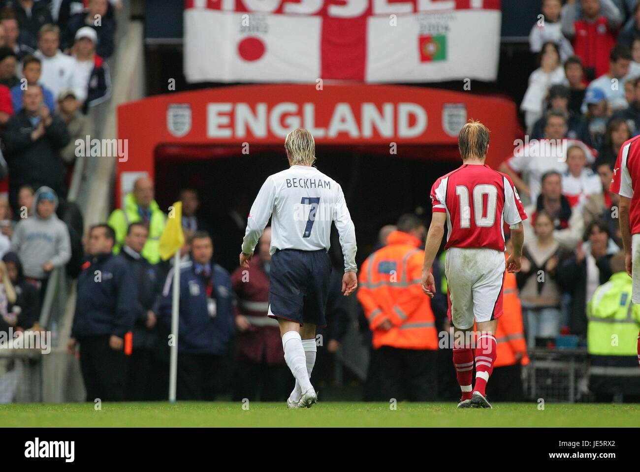 DAVID BECKHAM IS SENT OFF ENGLAND V AUSTRIA 08 October 2005 - Stock Image