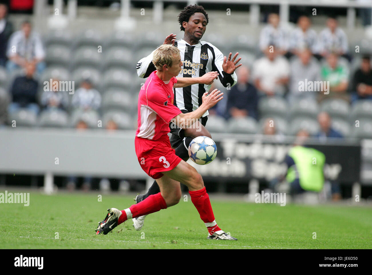 C BABAYARO & MATEJ IZVOLT NEWCASTLE V DUBNICA ST.JAMES PARK NEWCASTLE 23 July 2005 - Stock Image