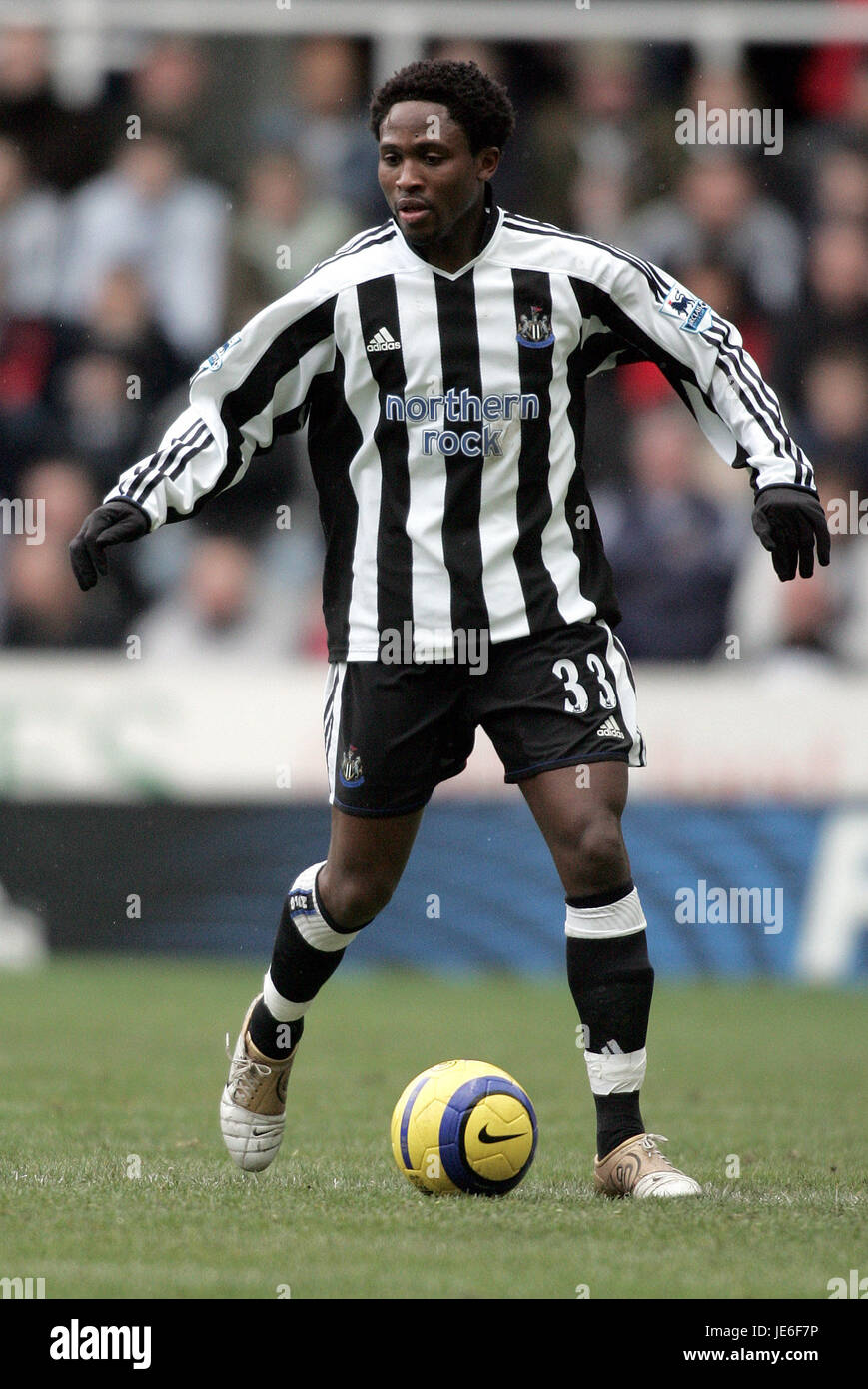 CELESTINE BABAYARO NEWCASTLE UNITED FC ST JAMES PARK NEWCASTLE ENGLAND 27 February 2005 - Stock Image