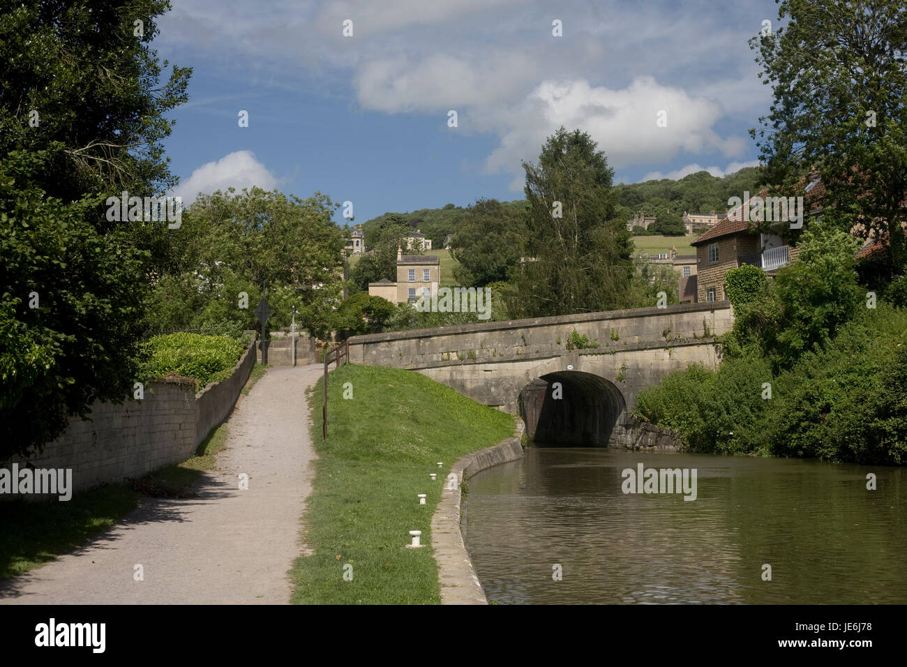 Towpath and Kennet & Avon canal by bridge 190 in Bath - Stock Image