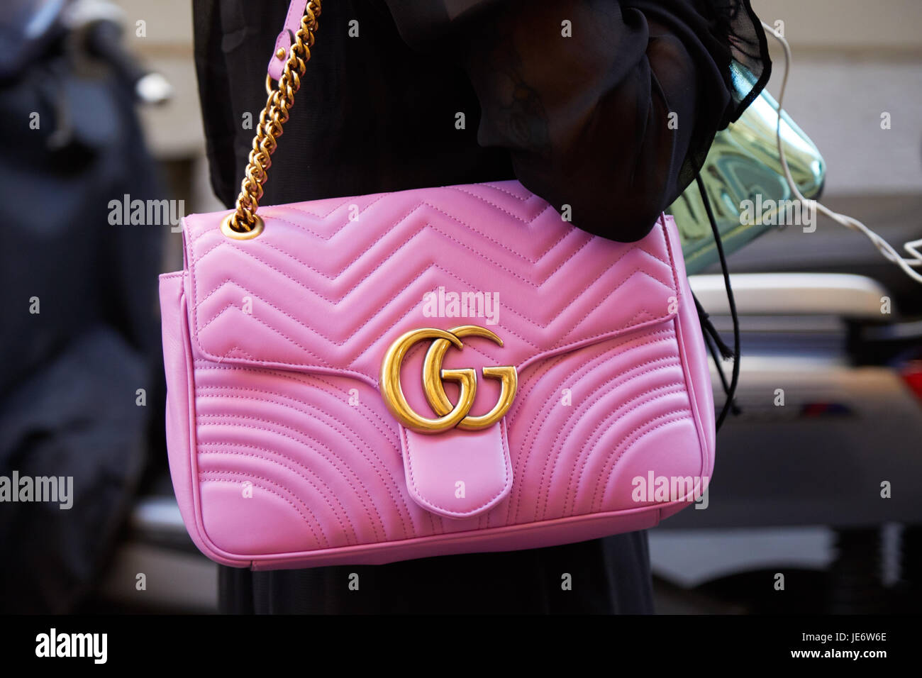 09261c4d3ee MILAN - JUNE 17  Woman with Gucci pink leather bag with golden chain before  Versace fashion show