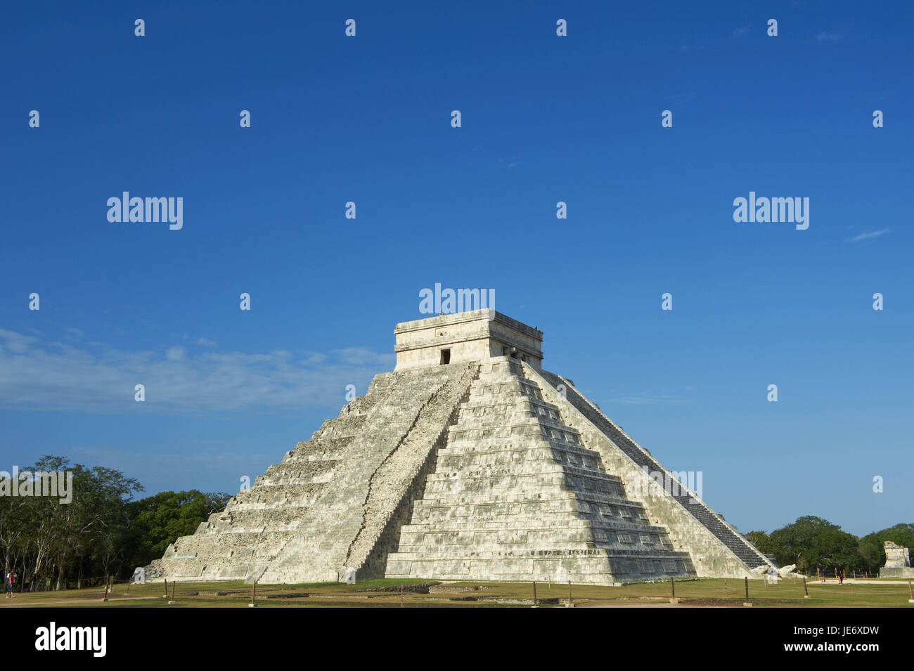 Mexico, Yucatan, Chichen Itza ruin town, UNESCO world heritage, historical Maya ruins, pyramid of the Kukulcan or - Stock Image