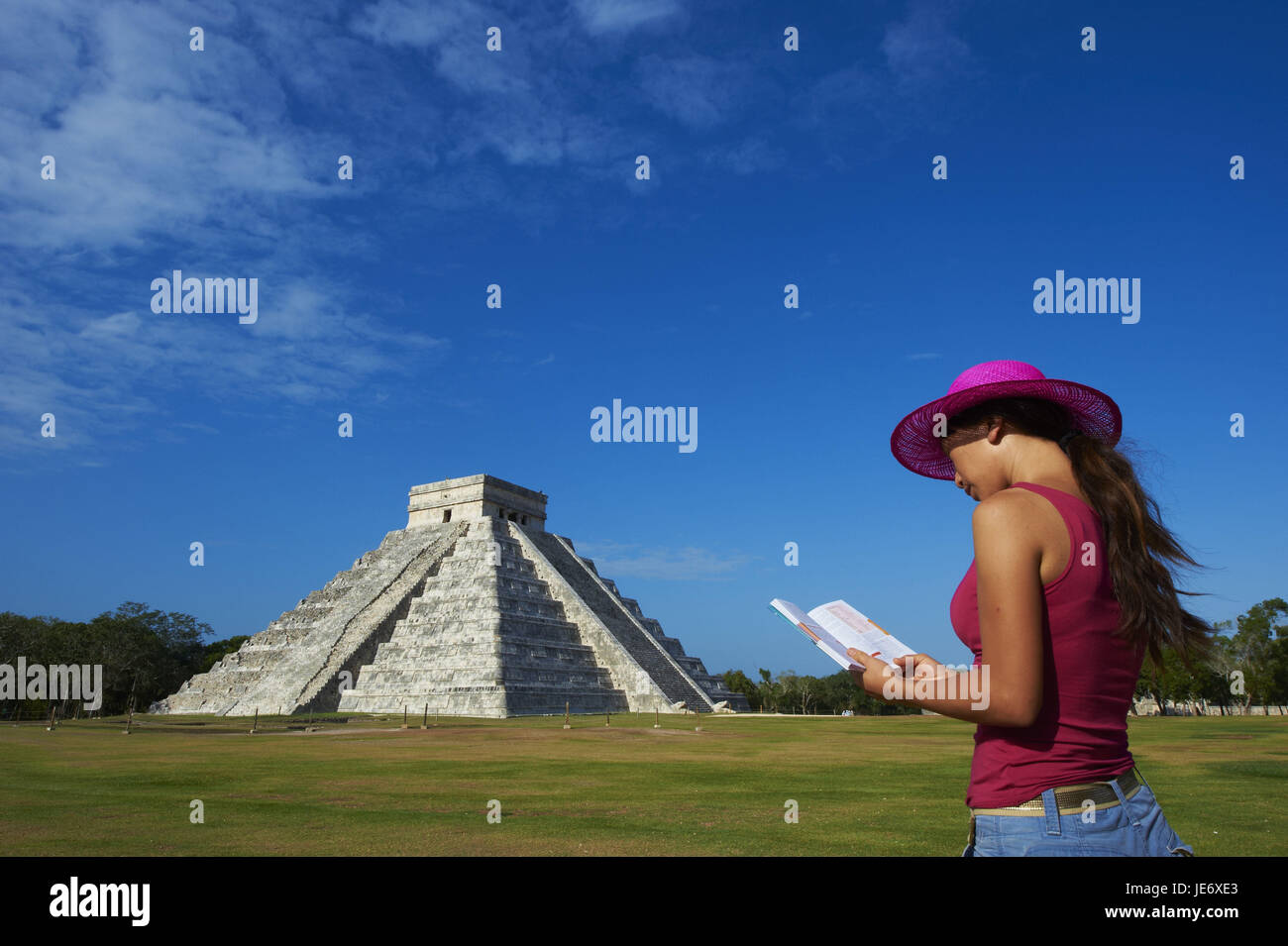 Mexico, Yucatan, Chichen Itza ruin town, UNESCO world heritage, historical Maya ruins, pyramid of the Kukulcan or - Stock Image