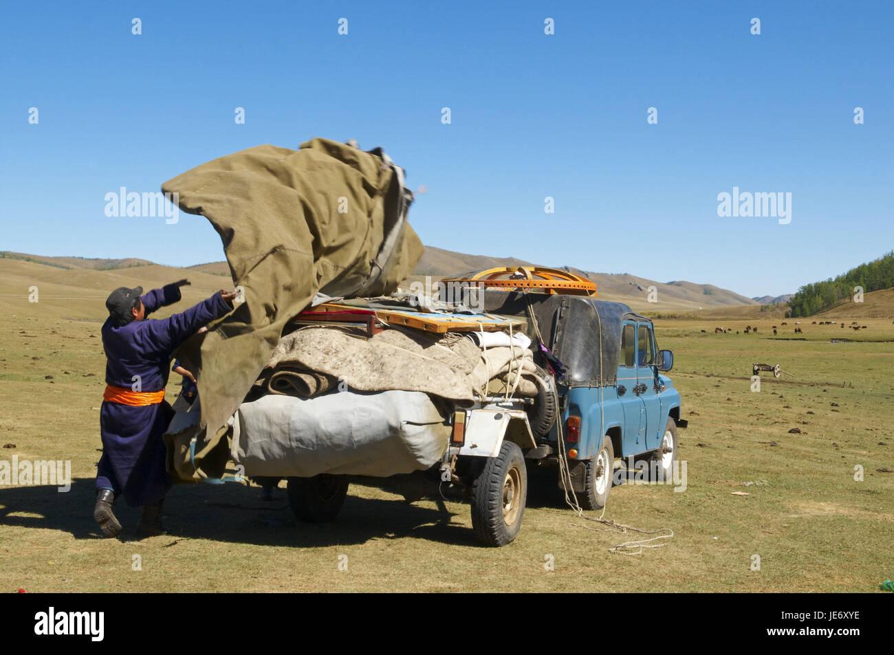 Mongolia, Central Asia, Arkhangai province, nomad, support, Jurte break down, vehicle charge, - Stock Image
