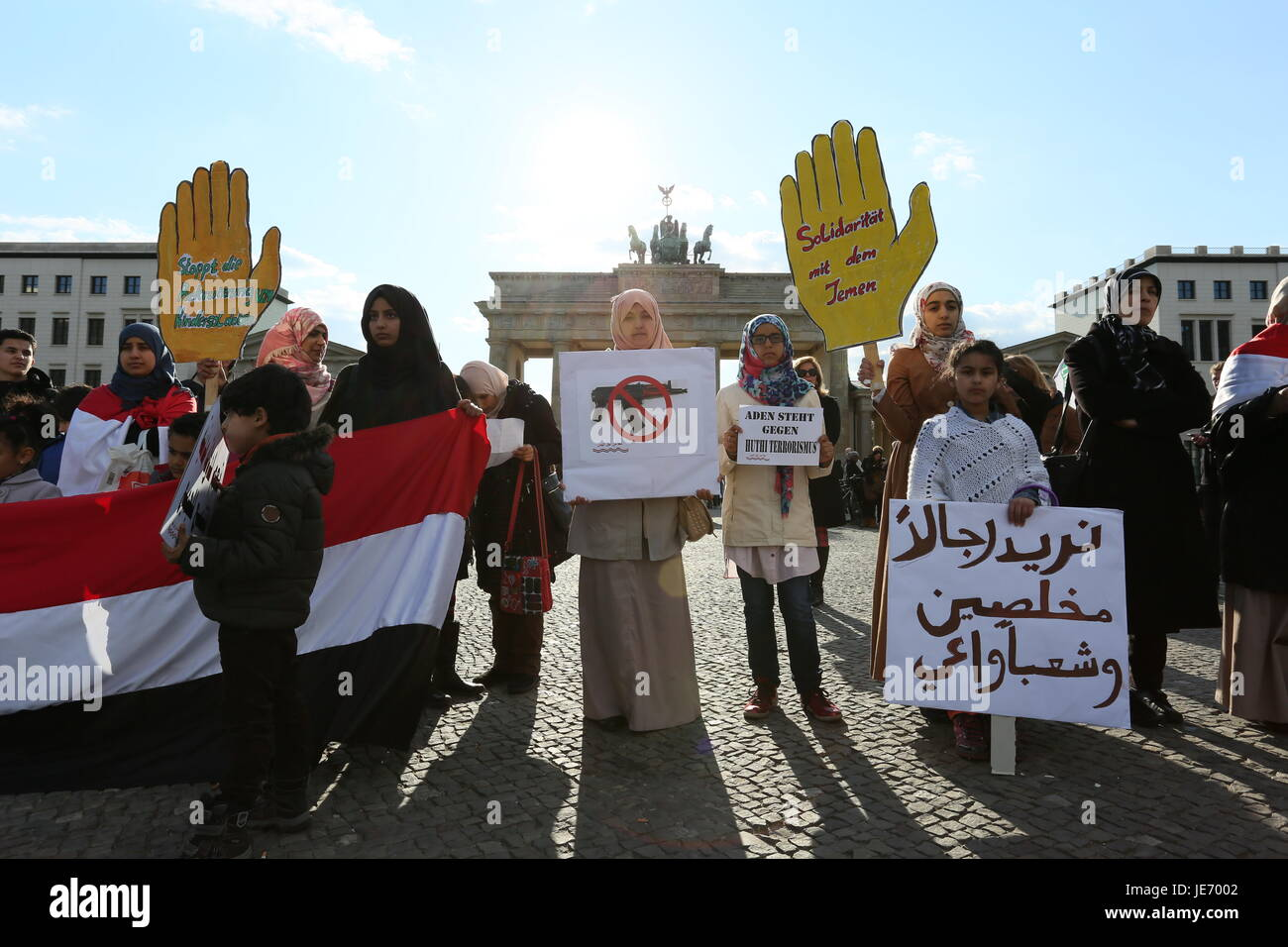 Berlin, Germany, April 18th, 2015: Yemenis hold protest against war at Brandenburg Gate. - Stock Image
