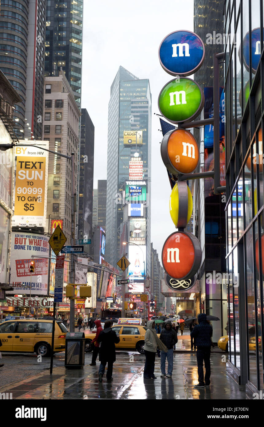 The USA, America, New York, Manhattan, Times Square, person in the rain, - Stock Image