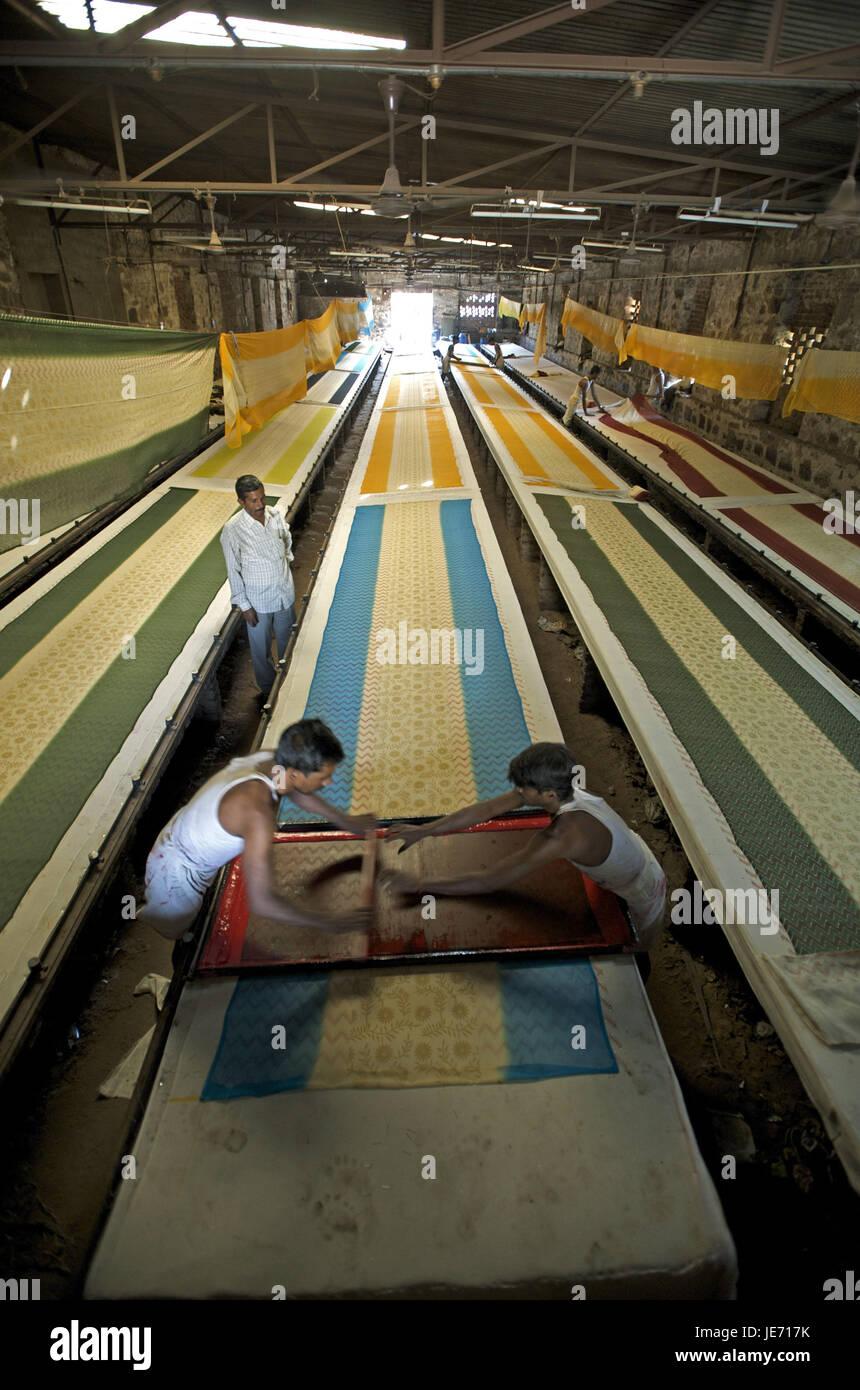 India, Rajasthan, Jaipur, Sanganer, textile factory, sari production, - Stock Image