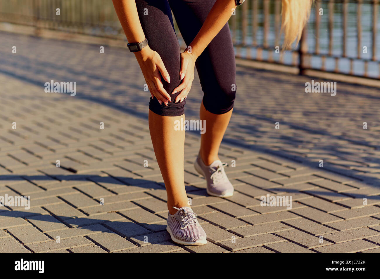Injury of a knee on a run in a runner. - Stock Image