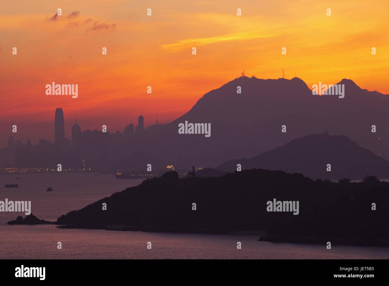 China, Hong Kong, skyline with Victoria Peak, view of Lantau Iceland with daybreak, - Stock Image