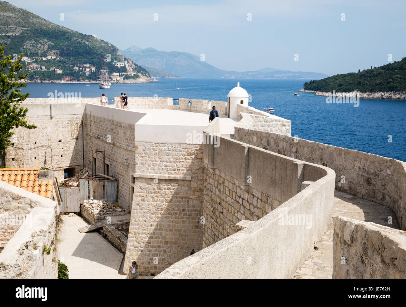 Lookout turret tower and cafe on the city walls of Dubrovnik on the Dalmatian Coast of Croatia - Stock Image