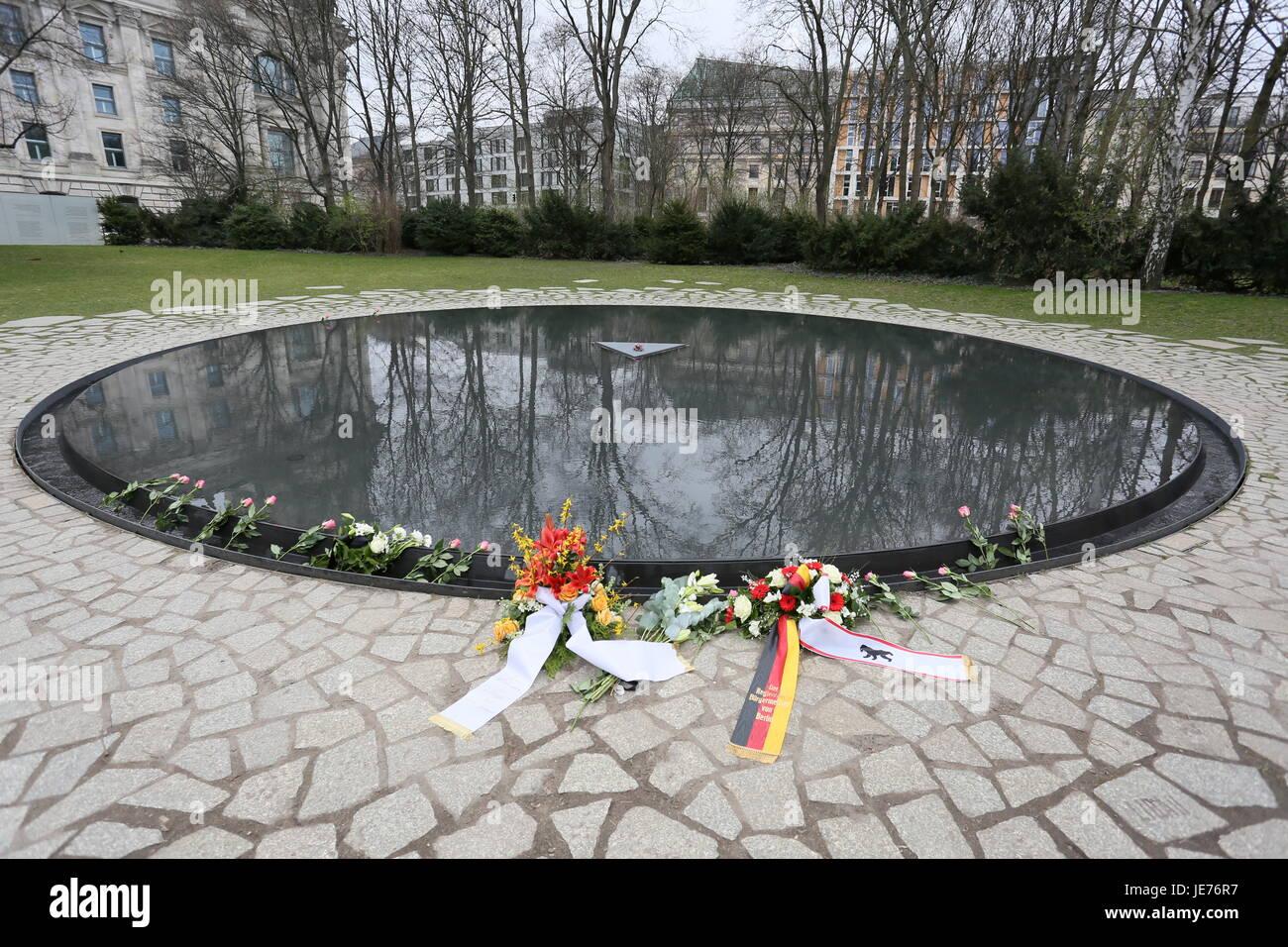 Berlin, Germany, April 8th, 2015: Rally on International Roma Day at Brandenburg Gate. - Stock Image