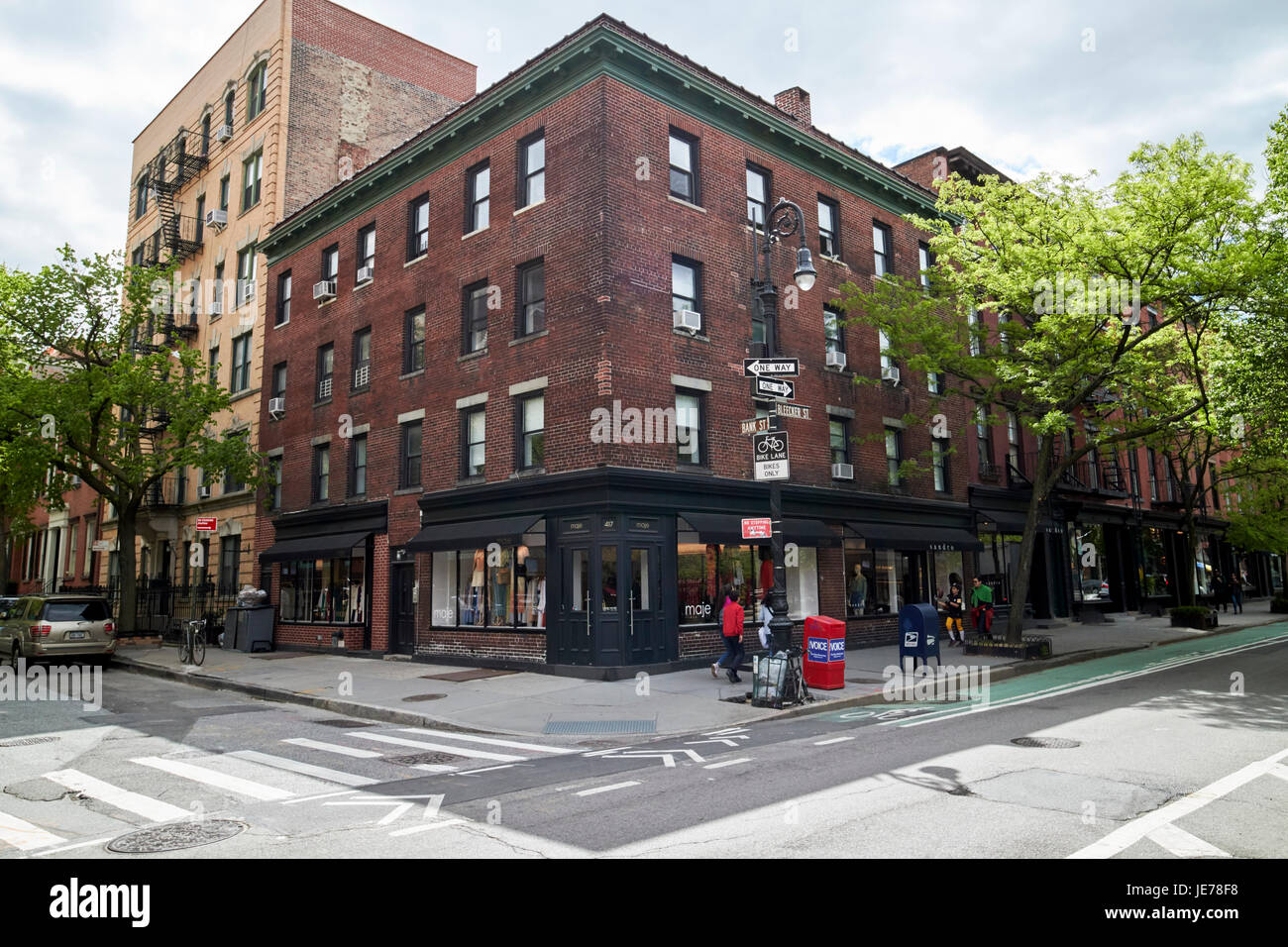 4-story red brick residential building on the corner of bleeker street and bank st greenwich village New York City - Stock Image