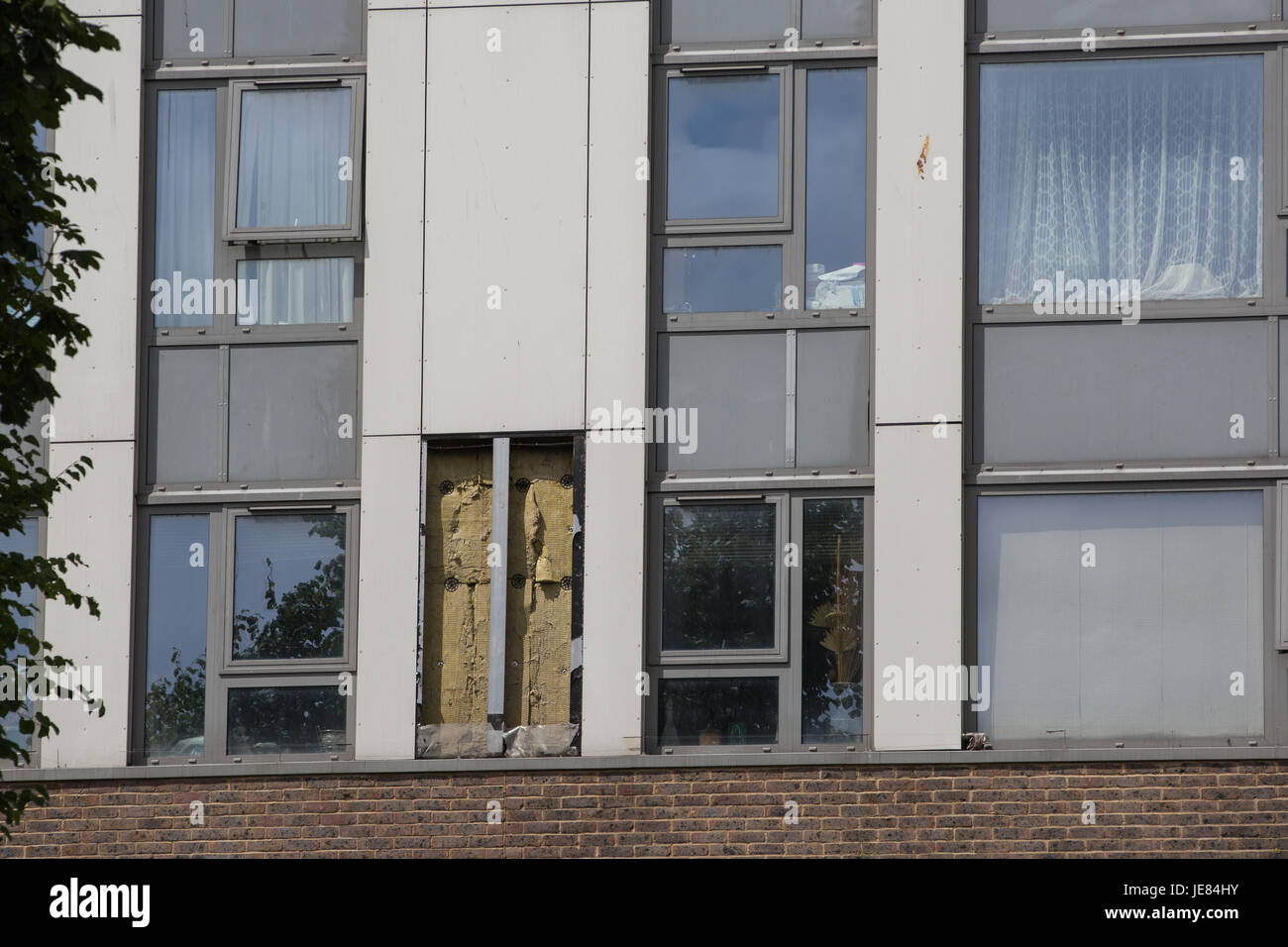 London, UK. 23rd June, 2017. A cladding panel is removed for testing at Dorney Tower on the Chalcots Estate in Camden, - Stock Image